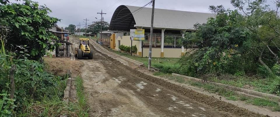 Agradecemos al Abg. Clemente Bravo Prefecto de nuestra provincia, quien a través del departamento de Obras publicas del GAD PROVINCIAL llevando a cabo el resanteo de la vía que une Palmales Nuevo- Palmales Viejo.
